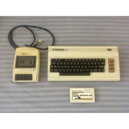 Commodore 64 VIC 20 keyboard + cassettedeck + cartridge spel